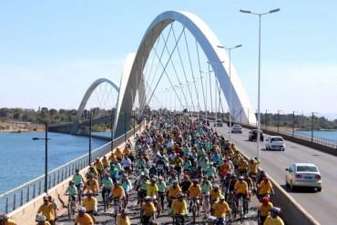 Bikers Rio Pardo | NOTÍCIAS | Passeio ciclístico reuniu 7 mil pessoas ciclistas pelas ruas de Brasília