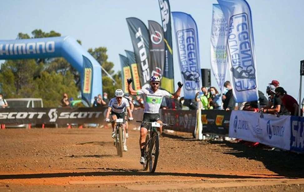 Bikers Rio Pardo | Notícia | Henrique Avancini vence Nino Schurter na estreia na Itália
