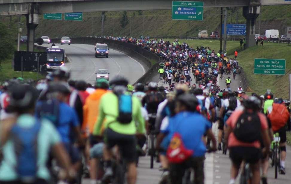 Bikers Rio pardo | Notícia | Milhares de ciclistas 'invadem' e 'param' rodovia de SP rumo ao litoral