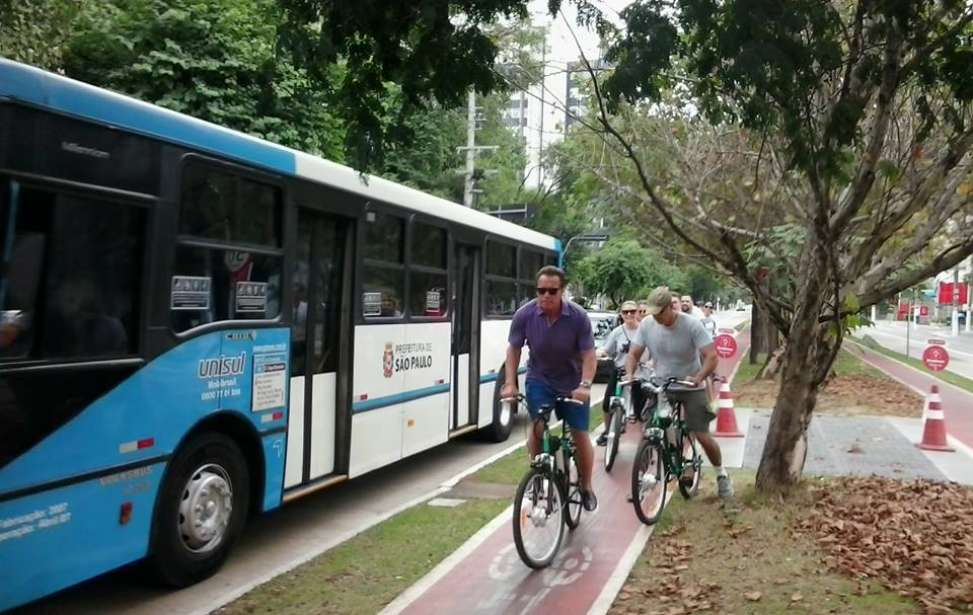 Bikers Rio pardo | Notícias | Arnold Schwarzenegger pedala por Zona Sul de SP