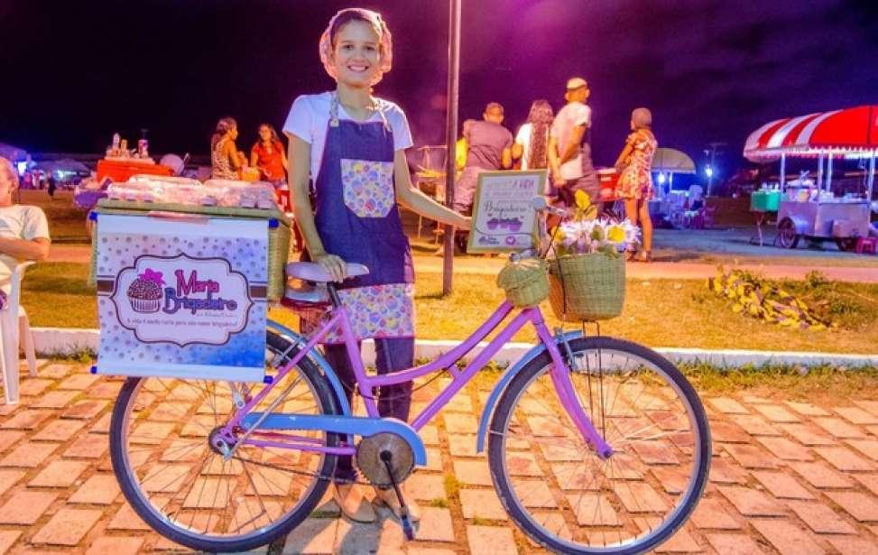 Bikers Rio Pardo | NOTÍCIAS | De bicicleta, universitária do AP vende doces para defender pesquisa em Recife