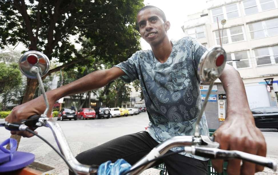 Bikers Rio pardo   SUA HISTÓRIA   2   Ambulante de Caxias pedala mais de 90 km por dia pra vender doces na Zona Sul do Rio