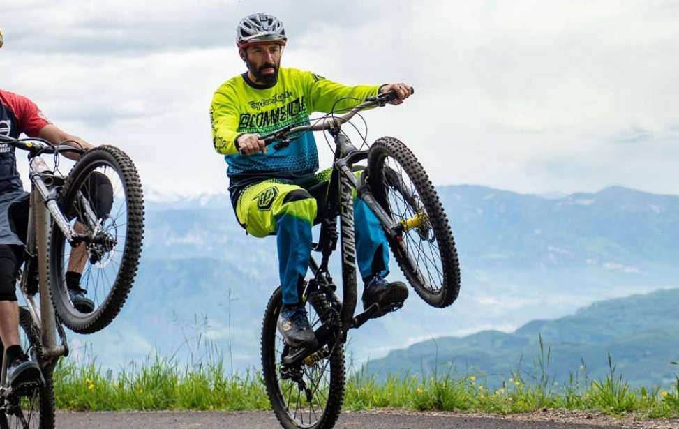 Bikers Rio Pardo | Dicas | Aprenda a empinar sua bike com muito estilo