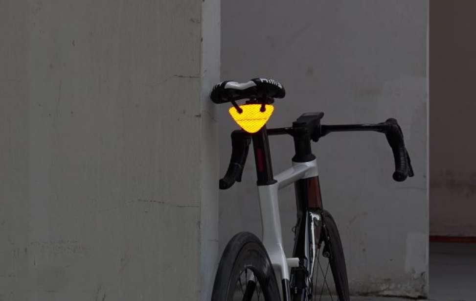 Bikers Rio Pardo | Notícia | Lanterna trazeira sem bateria cabe até na carteira de tão fina